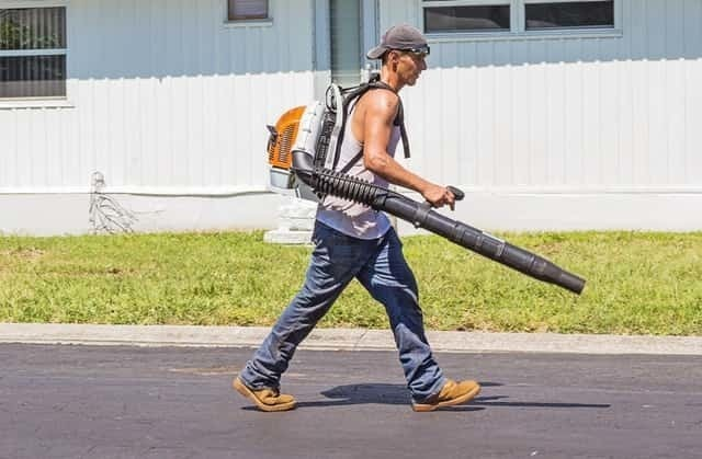 battery-powered-leaf-blower